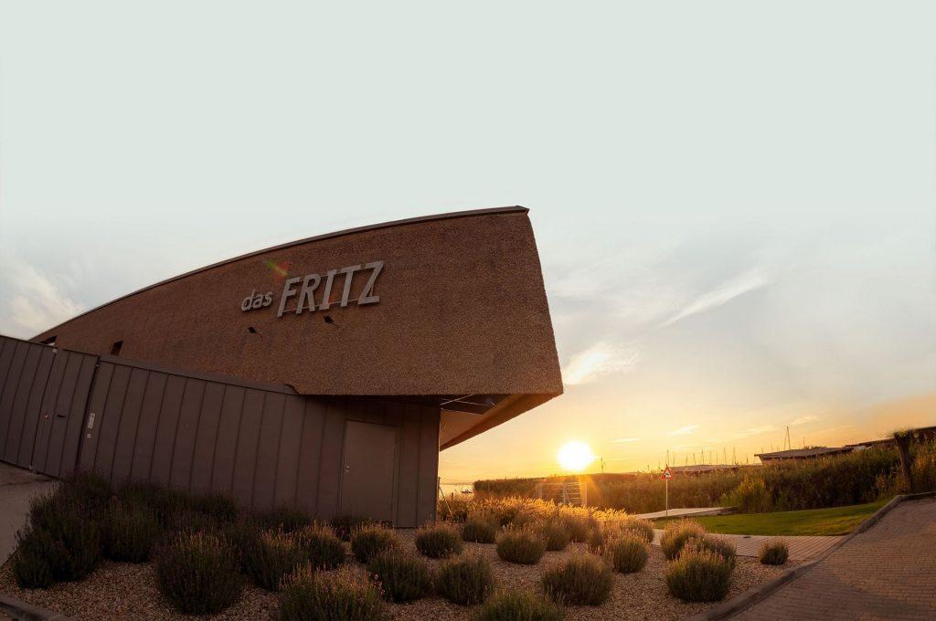 Montag bis Sonntag  Fritz am Morgen (Frühstück) 09:00 - 11:00 Uhr  Mittagsmenü an Werktagen: 11:30 - 14:00 Uhr  Restaurant: bis 22:00 Uhr we hope to see you soon!